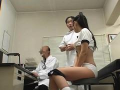 Schoolpediatrician uses young schoolgirl