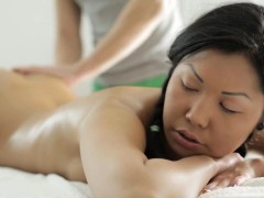 Cute babe gets boned during massage in Asian xxx video