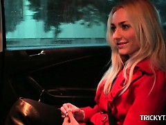 Superb blonde siren talked into having sex in the taxi