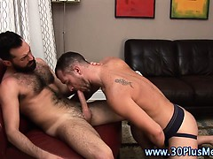 Watch gay hunks get hard and suck dicks